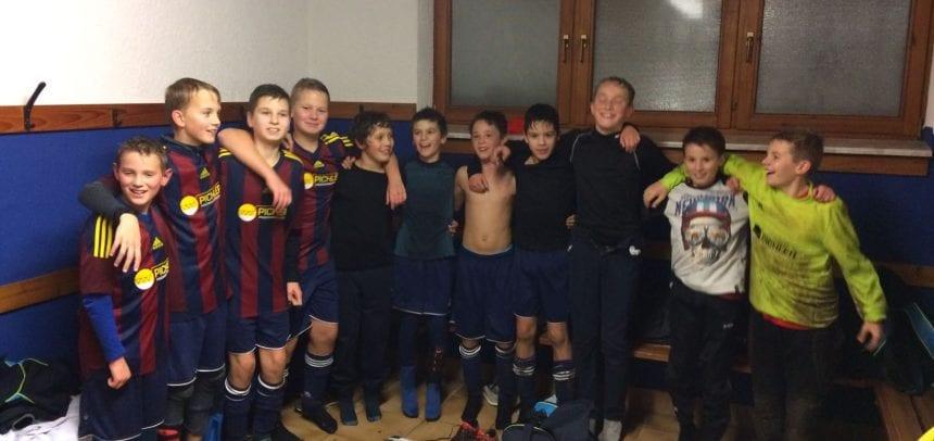 D-Junioren feiern einen 5:3 Auswärtssieg beim bis dahin ungeschlagenen Tabellenführer!